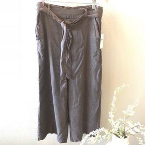 NWT Splendid grey cropped Capri style pant
